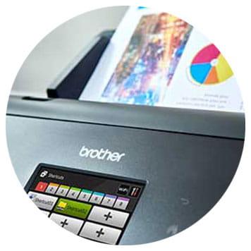 Brother Dokumentenscanner mit eingelegtem farbigem Ausdruck
