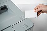 HL-L6400DW mit integriertem NFC-Kartenleser
