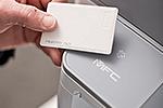 MFC-L6800DW mit integriertem NFC-Kartenleser