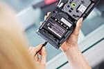 PT-H500 mit optionalen Möglichkeiten der Stromversorgung