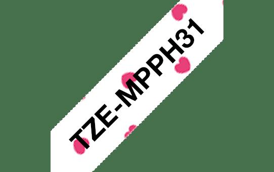 Brother TZe-MPPH31 Schriftband – schwarz auf rosa Herzen 2