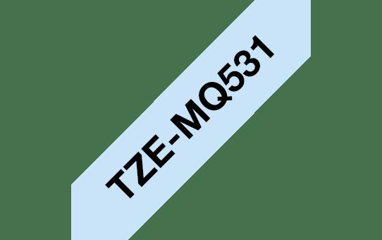 Brother TZe-MQ531 Schriftband – schwarz auf pastellblau 2
