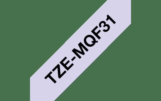 Brother TZe-MQF31 Schriftband – schwarz auf pastell lila 2