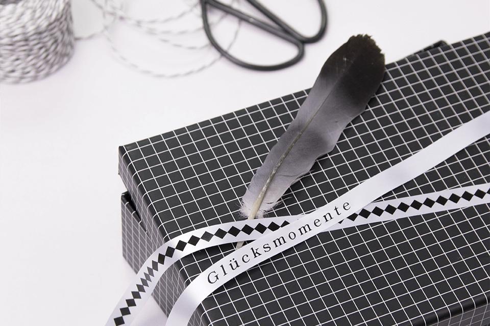Brother TZe-R231 Textilband – schwarz auf weiß
